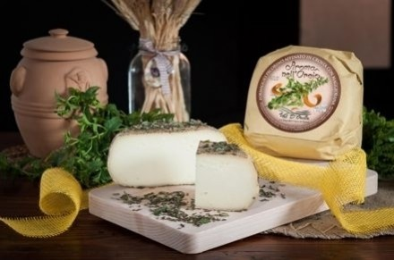 PECORINO CHEESE MATURED IN MARJORAM - Caseificio Val d'Orcia